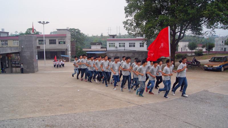 隆回职业中专老校区跑操比赛如期举行