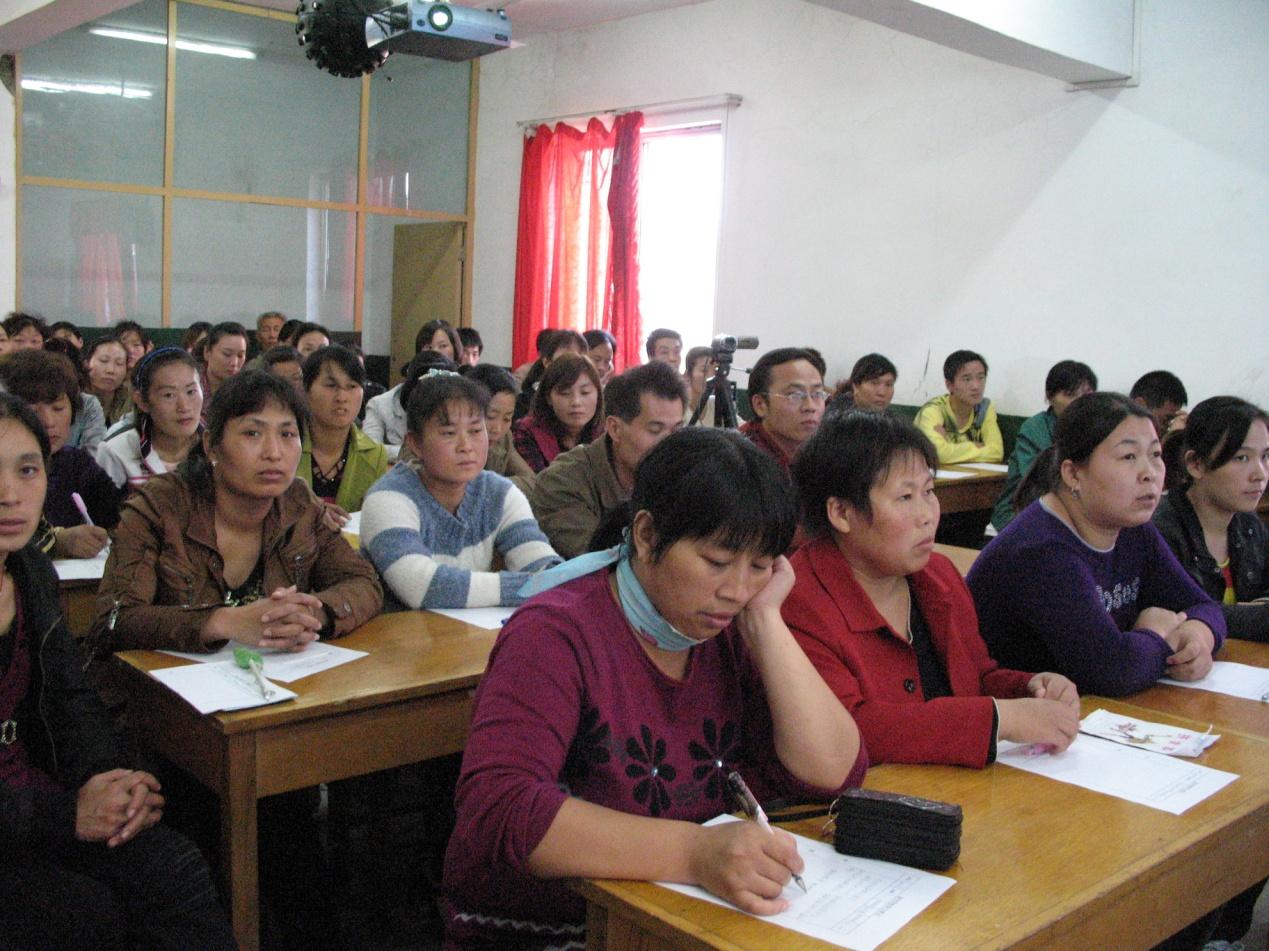 洛新产业集聚区成人文化技术学校  科学培训新型职业农民