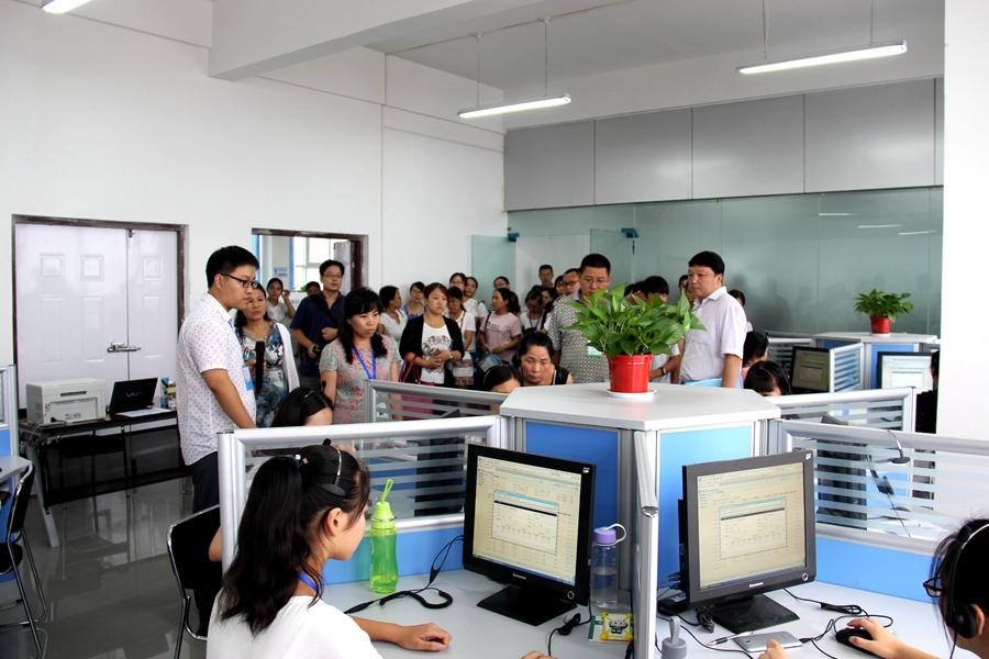 省骨干教师培训班考察团到汤阴县职教中心考察