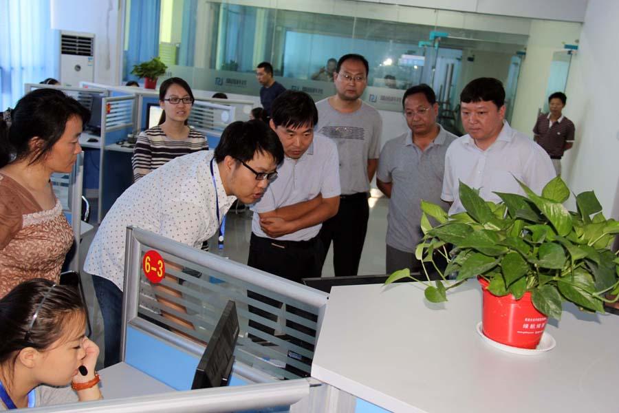 """""""河南省品牌示范专业""""初期验收工作在我校顺利进行"""
