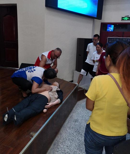 宜宾市南溪职业技术学校开展第20期红十字会救护员培训