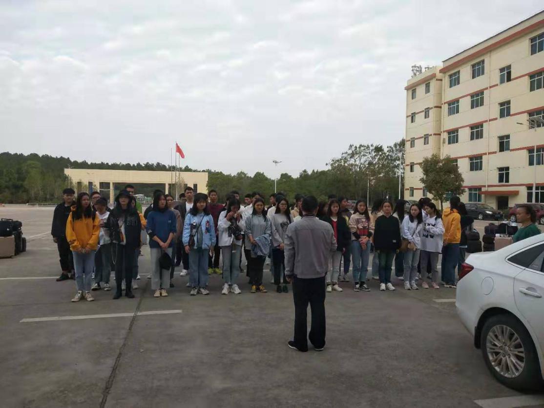 欢送17级高铁班学生赴北京求学
