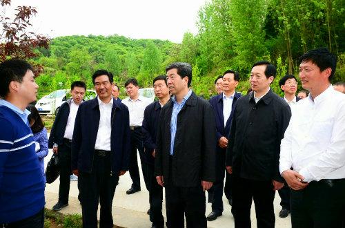 省长陈润儿在新县周河乡成校西河湾基地调研