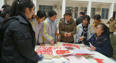 田东县滨江社区教育中心挂牌成立